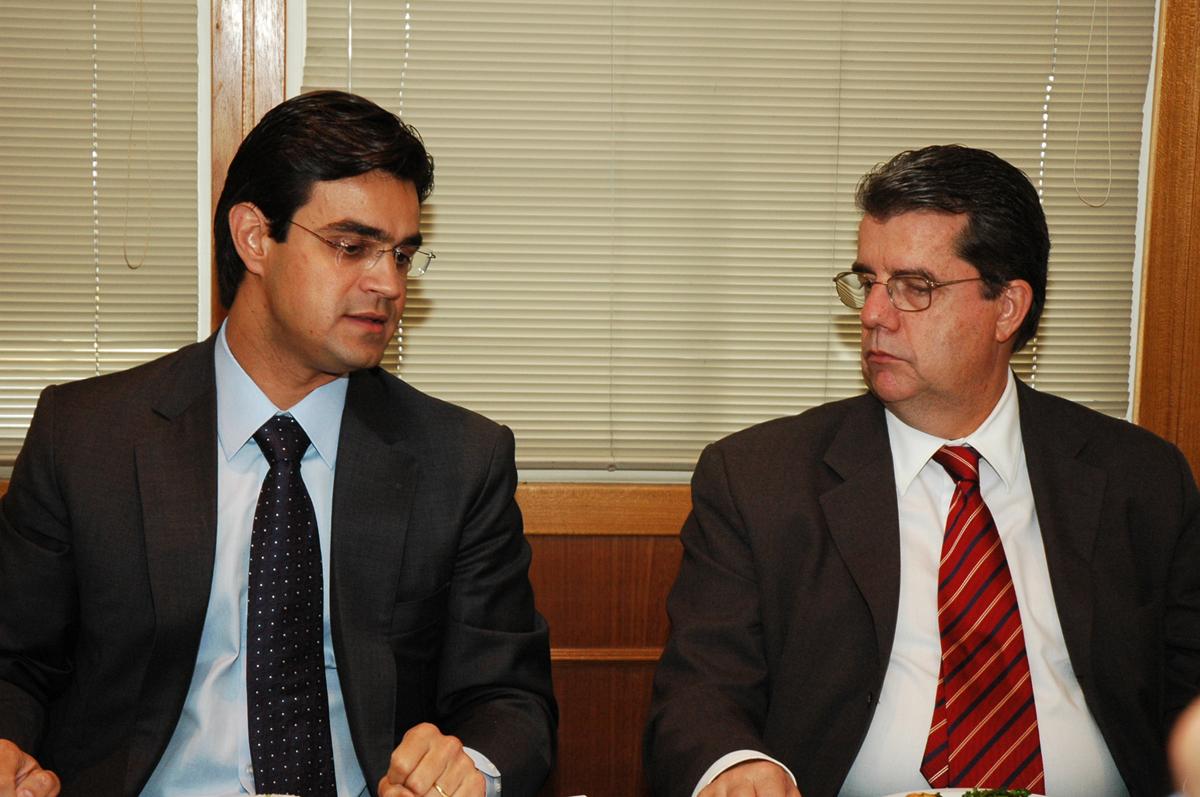 Presidente Rodrigo Garcia e Eduardo Lafraia, presidente do Instituto de Engenharia <a style='float:right' href='https://www3.al.sp.gov.br/repositorio/noticia/03-2008/instEng5742.jpg' target=_blank><img src='/_img/material-file-download-white.png' width='14px' alt='Clique para baixar a imagem'></a>