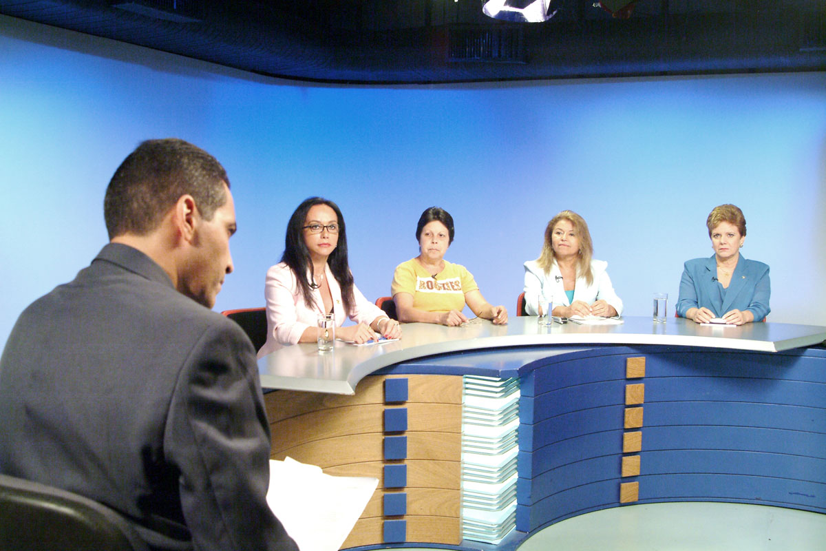 Deputadas Havanir Nimtz, Ana do Carmo, Maria Almeida e Rosmary Corrêa durante debate sobre a participação da mulher na política, promovido pela TV Assembléia em 7/3/2006<a style='float:right' href='https://www3.al.sp.gov.br/repositorio/noticia/03-2008/mulheres.jpg' target=_blank><img src='/_img/material-file-download-white.png' width='14px' alt='Clique para baixar a imagem'></a>