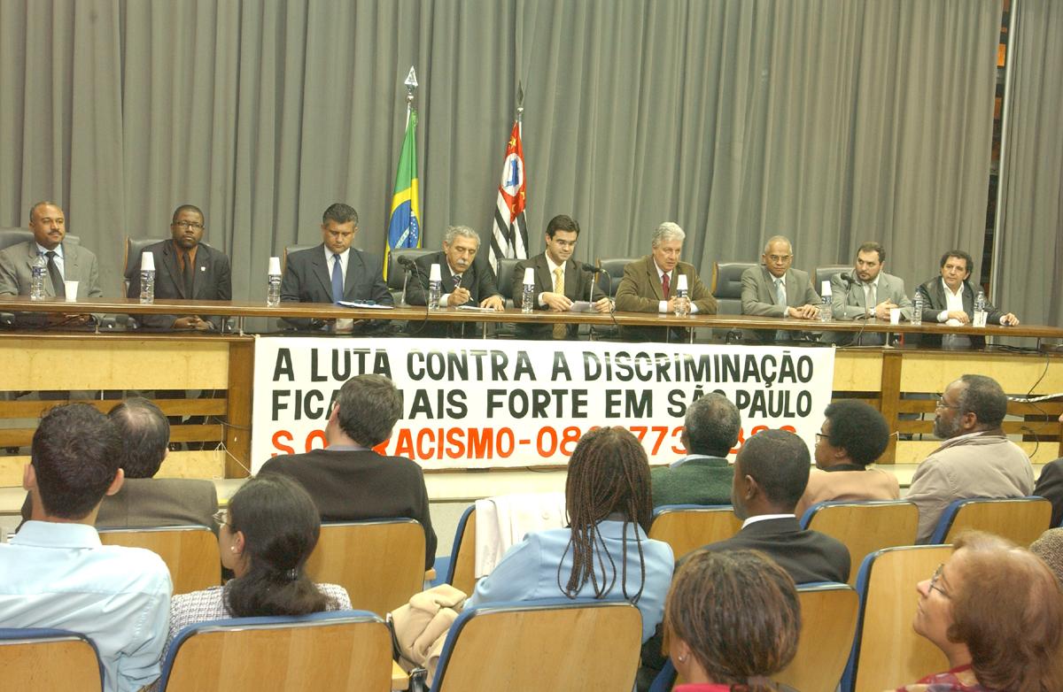 Ato solene realizado no Auditório Franco Montoro, foi instalado o SOS Racismo