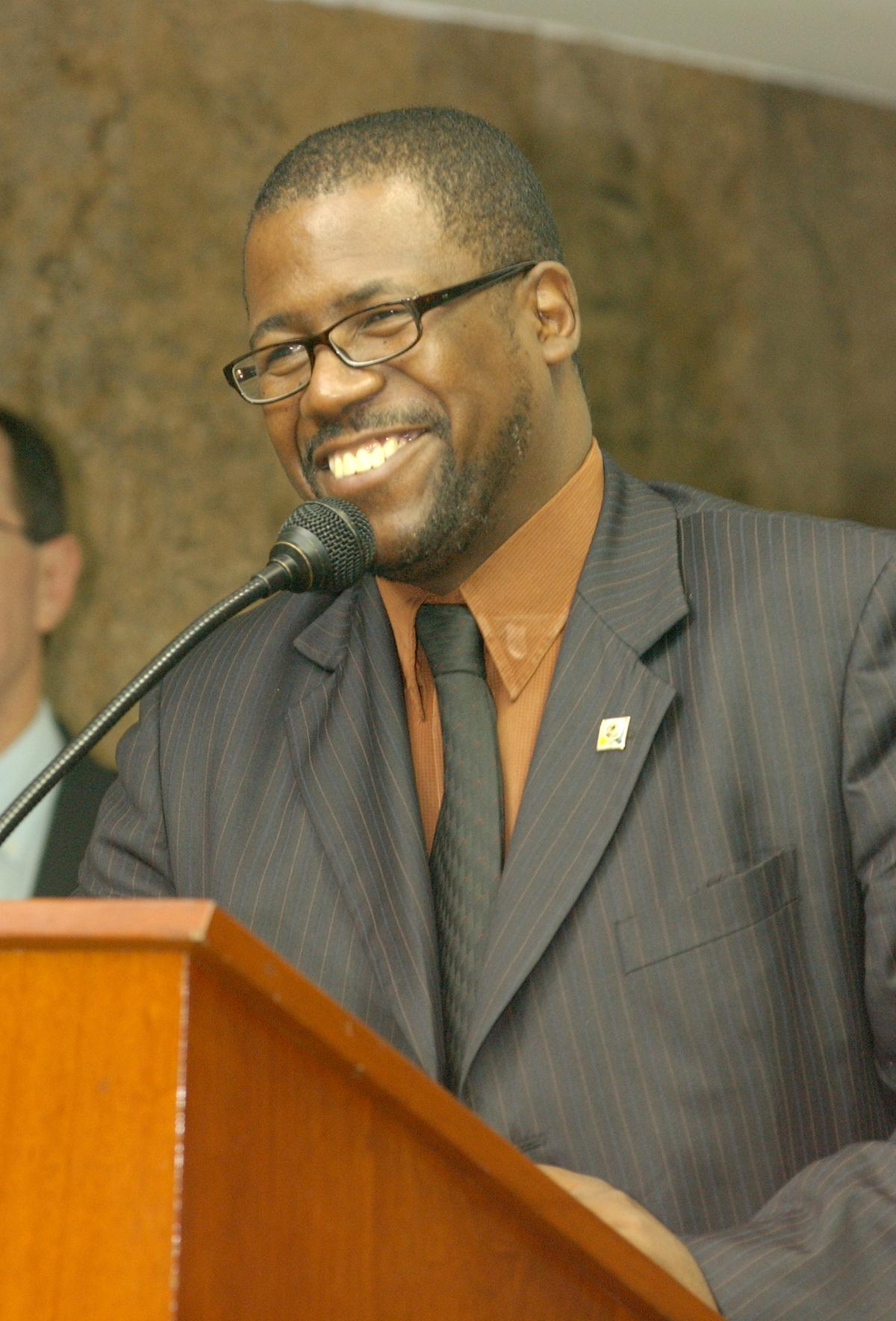 Antonio da Silva Pinto, representando a ministra Mathilde Ribeiro