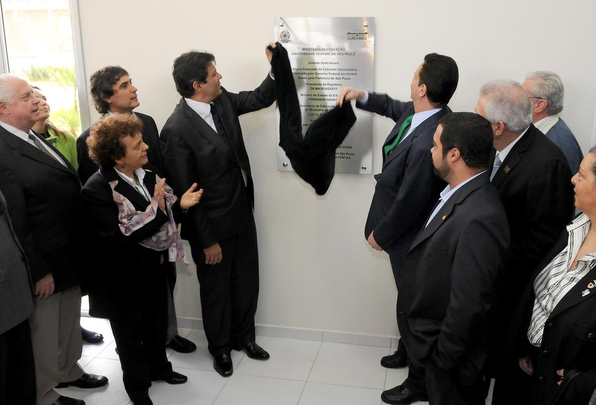 Fernando Haddad (esq.) e Gilberto Kassab (dir.) descerraram a placa comemorativa da inauguração<a style='float:right' href='https://www3.al.sp.gov.br/repositorio/noticia/05-2011/InauguracaoUnifesDescerramentoDaPlacaROB.jpg' target=_blank><img src='/_img/material-file-download-white.png' width='14px' alt='Clique para baixar a imagem'></a>