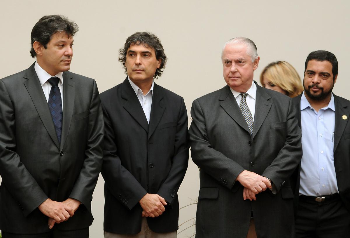 Fernando Haddad, Carlos Giannazi, Barros Munhoz e  Luiz Claudio Marcolino<a style='float:right' href='https://www3.al.sp.gov.br/repositorio/noticia/05-2011/InauguracaoUnifesROBnomeada1.jpg' target=_blank><img src='/_img/material-file-download-white.png' width='14px' alt='Clique para baixar a imagem'></a>