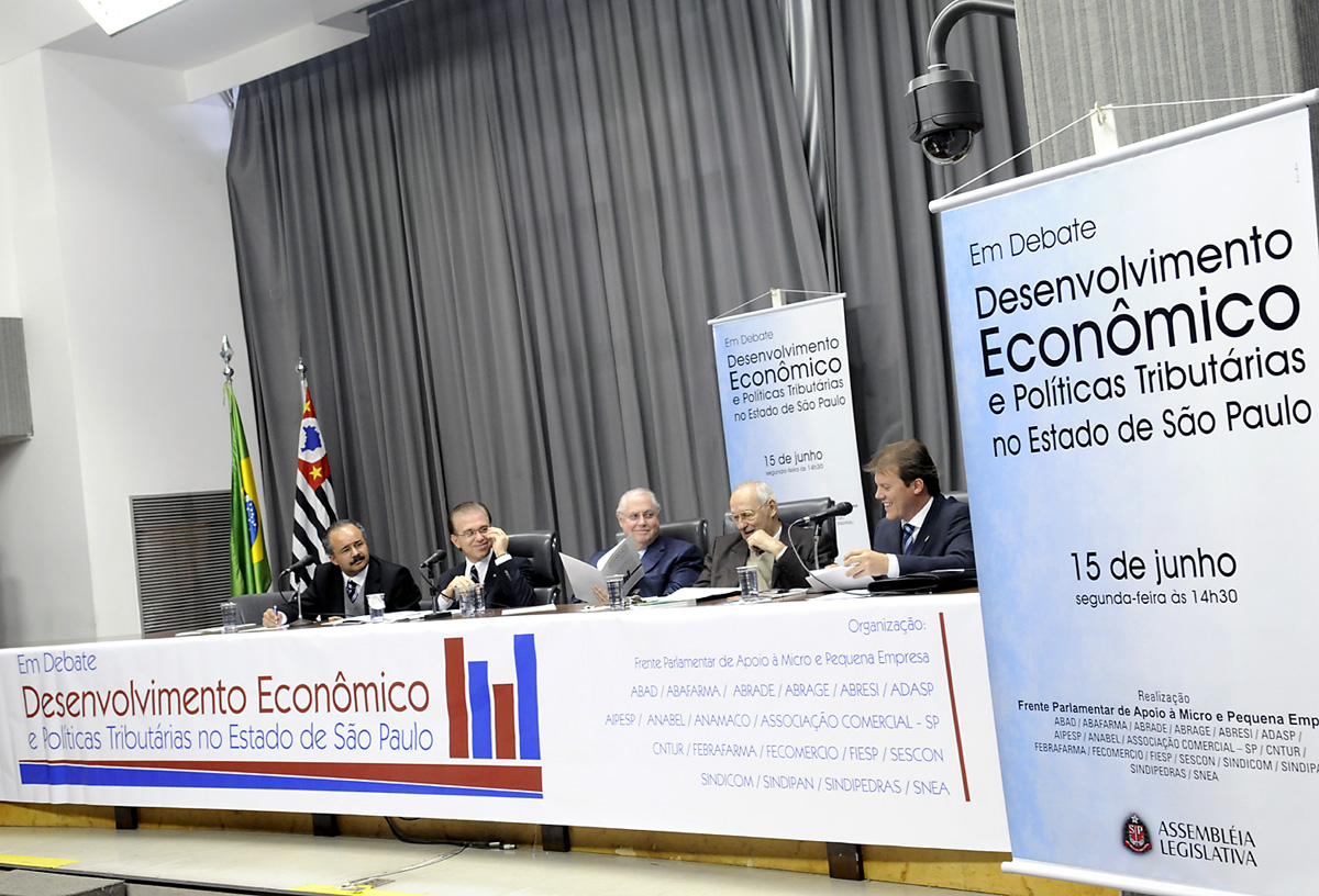 <a style='float:right' href='https://www3.al.sp.gov.br/repositorio/noticia/06-2009/DEBATEDESECONMESAMAU_3744.jpg' target=_blank><img src='/_img/material-file-download-white.png' width='14px' alt='Clique para baixar a imagem'></a>