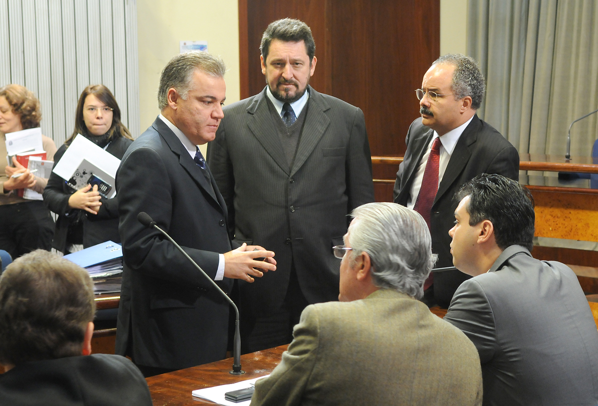 Parlamentares da CPI da Bancoop<a style='float:right' href='https://www3.al.sp.gov.br/repositorio/noticia/06-2010/BANCOOPdepsROB_9857.jpg' target=_blank><img src='/_img/material-file-download-white.png' width='14px' alt='Clique para baixar a imagem'></a>