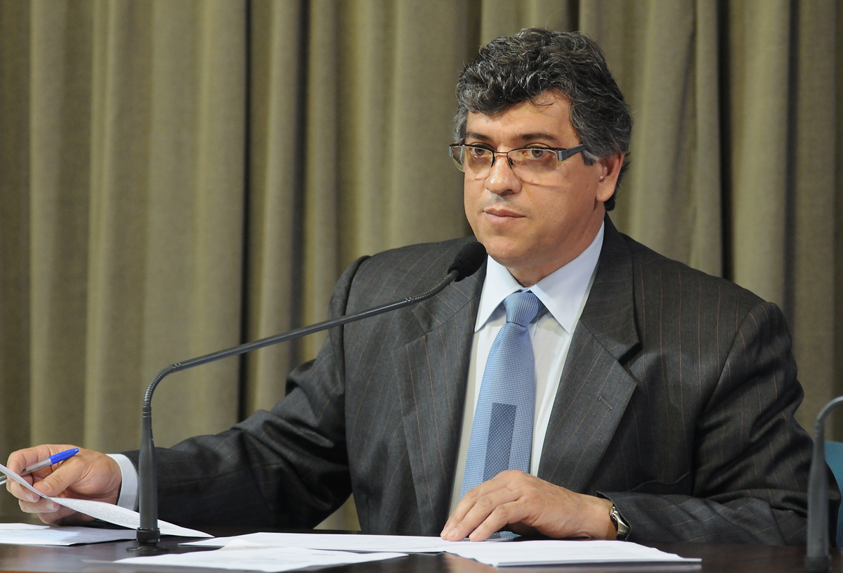 Afonso Lobato presidente da comissão<a style='float:right' href='https://www3.al.sp.gov.br/repositorio/noticia/06-2010/ComPromocaoSocial22jun10Rob.jpg' target=_blank><img src='/_img/material-file-download-white.png' width='14px' alt='Clique para baixar a imagem'></a>