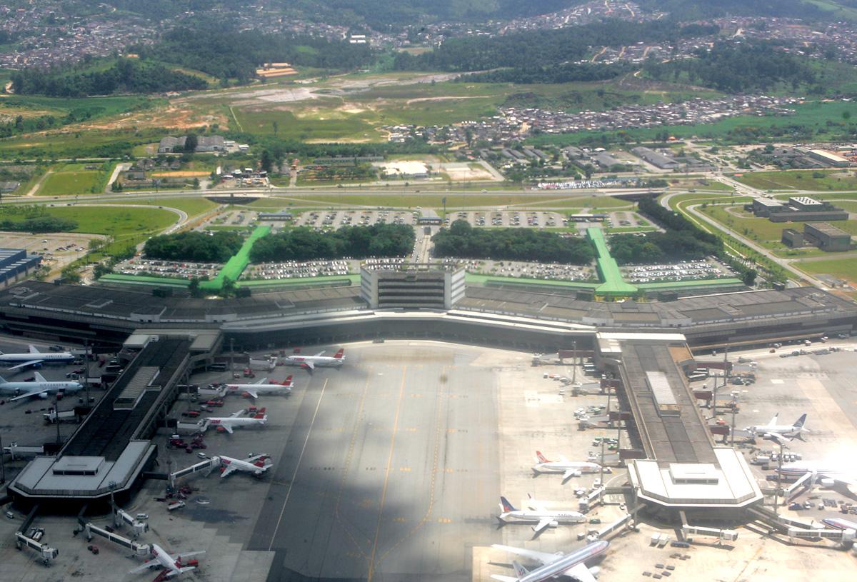 Aeroporto Internacional de Guarulhos<a style='float:right' href='https://www3.al.sp.gov.br/repositorio/noticia/06-2010/guarulhos.jpg' target=_blank><img src='/_img/material-file-download-white.png' width='14px' alt='Clique para baixar a imagem'></a>