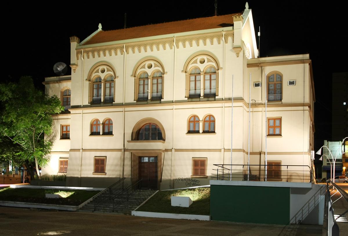 Câmara Municipal de São Carlos <a style='float:right' href='https://www3.al.sp.gov.br/repositorio/noticia/07-2011/SaoCarlosCamaraMunicipal.jpg' target=_blank><img src='/_img/material-file-download-white.png' width='14px' alt='Clique para baixar a imagem'></a>