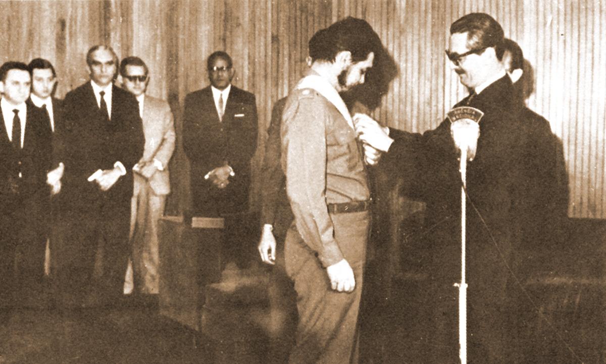 Ghe Guevara e Jânio Quadros<a style='float:right' href='https://www3.al.sp.gov.br/repositorio/noticia/08-2011/J-CheeJanio.jpg' target=_blank><img src='/_img/material-file-download-white.png' width='14px' alt='Clique para baixar a imagem'></a>