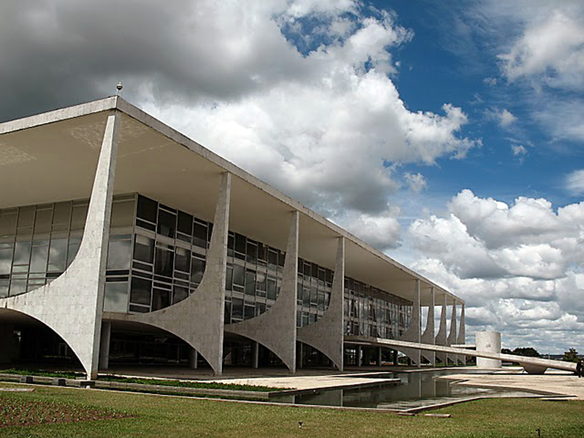 Palácio do Planalto<a style='float:right' href='https://www3.al.sp.gov.br/repositorio/noticia/09-2010/palacio planalto.jpg' target=_blank><img src='/_img/material-file-download-white.png' width='14px' alt='Clique para baixar a imagem'></a>