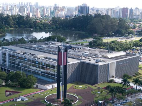 Vista aérea do Palácio 9 de Julho<a style='float:right' href='https://www3.al.sp.gov.br/repositorio/noticia/N-01-2013/fg120865.jpg' target=_blank><img src='/_img/material-file-download-white.png' width='14px' alt='Clique para baixar a imagem'></a>