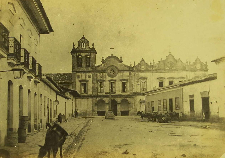 São Paulo em 1860, ao fundo a Faculdade de Direito do Largo São Francisco<a style='float:right' href='https://www3.al.sp.gov.br/repositorio/noticia/N-01-2014/fg158159.jpg' target=_blank><img src='/_img/material-file-download-white.png' width='14px' alt='Clique para baixar a imagem'></a>