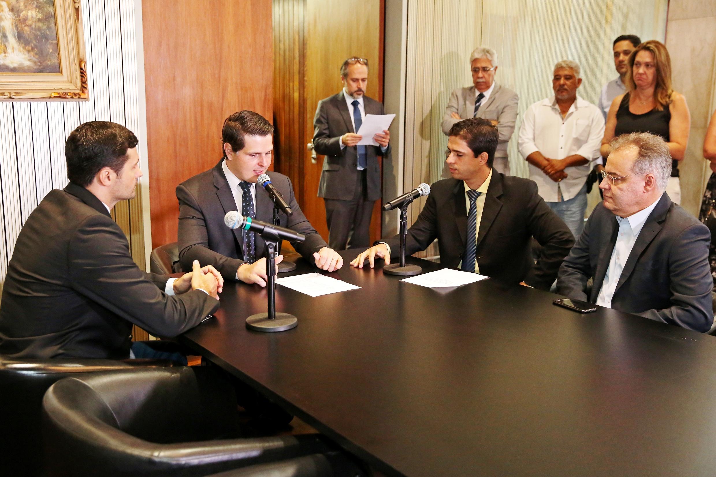 Cássio Navarro, Cauê Macris, Antonio Carlos da Silva Jr. e Samuel Moreira<a style='float:right' href='https://www3.al.sp.gov.br/repositorio/noticia/N-01-2019/fg229119.jpg' target=_blank><img src='/_img/material-file-download-white.png' width='14px' alt='Clique para baixar a imagem'></a>
