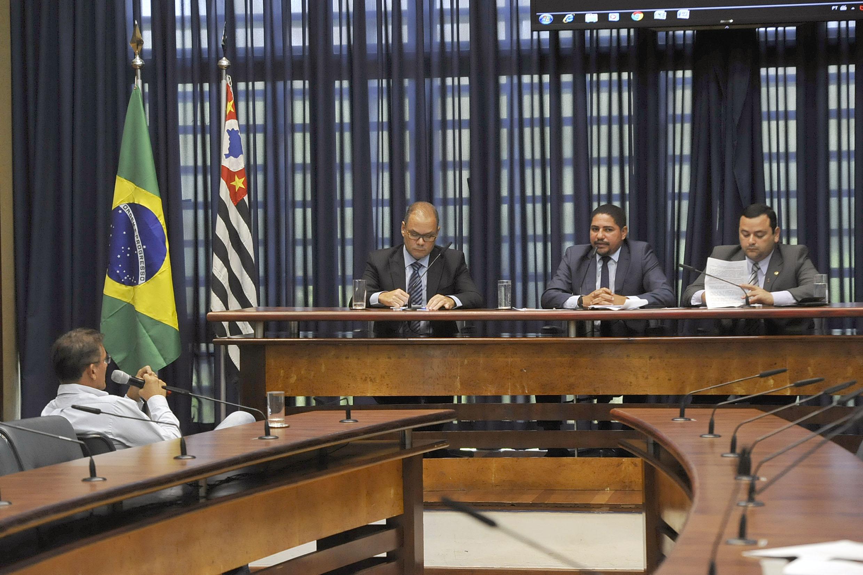 Rogério Cafeteira, Zé Inácio e Vinicius Louro<a style='float:right' href='https://www3.al.sp.gov.br/repositorio/noticia/N-01-2019/fg229444.jpg' target=_blank><img src='/_img/material-file-download-white.png' width='14px' alt='Clique para baixar a imagem'></a>