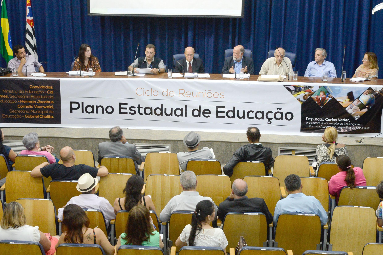Plano Estadual da Educação em debate na Assembleia <a style='float:right' href='https://www3.al.sp.gov.br/repositorio/noticia/N-02-2015/fg167749.jpg' target=_blank><img src='/_img/material-file-download-white.png' width='14px' alt='Clique para baixar a imagem'></a>