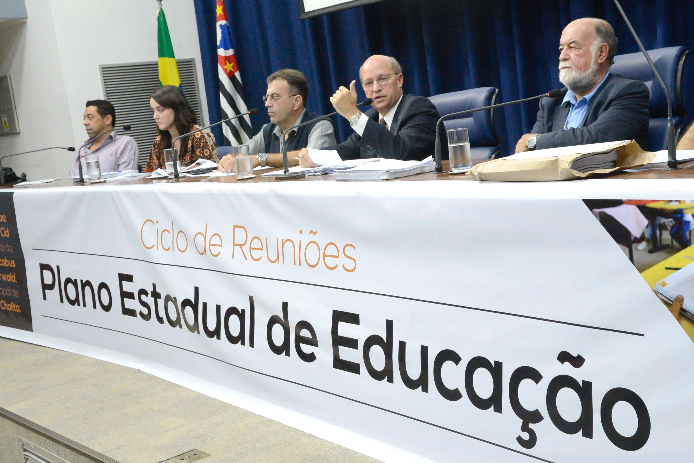 Plano Estadual da Educação em debate na Assembleia<a style='float:right' href='https://www3.al.sp.gov.br/repositorio/noticia/N-02-2015/fg167752.jpg' target=_blank><img src='/_img/material-file-download-white.png' width='14px' alt='Clique para baixar a imagem'></a>
