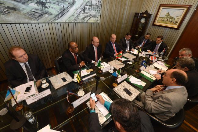 Presidentes de todo o país discutem os itens da pauta.