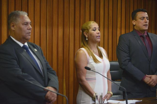 Clélia Gomes (ao centro)
