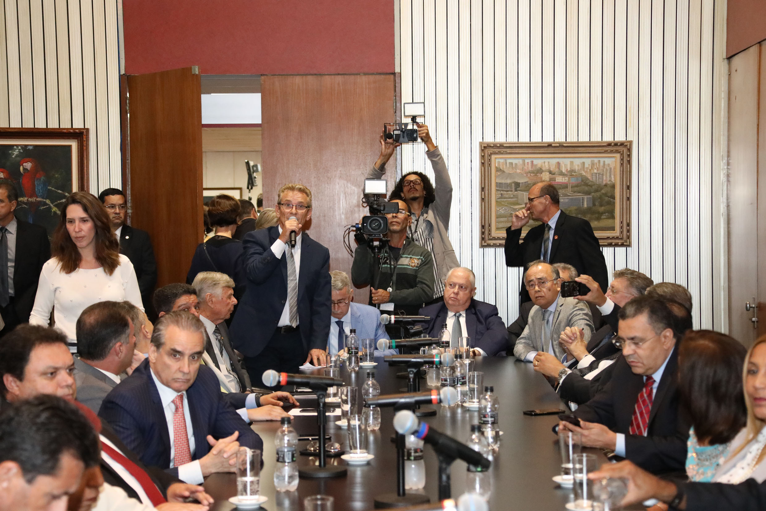 Visita do Governador <a style='float:right' href='https://www3.al.sp.gov.br/repositorio/noticia/N-02-2019/fg229883.jpg' target=_blank><img src='/_img/material-file-download-white.png' width='14px' alt='Clique para baixar a imagem'></a>