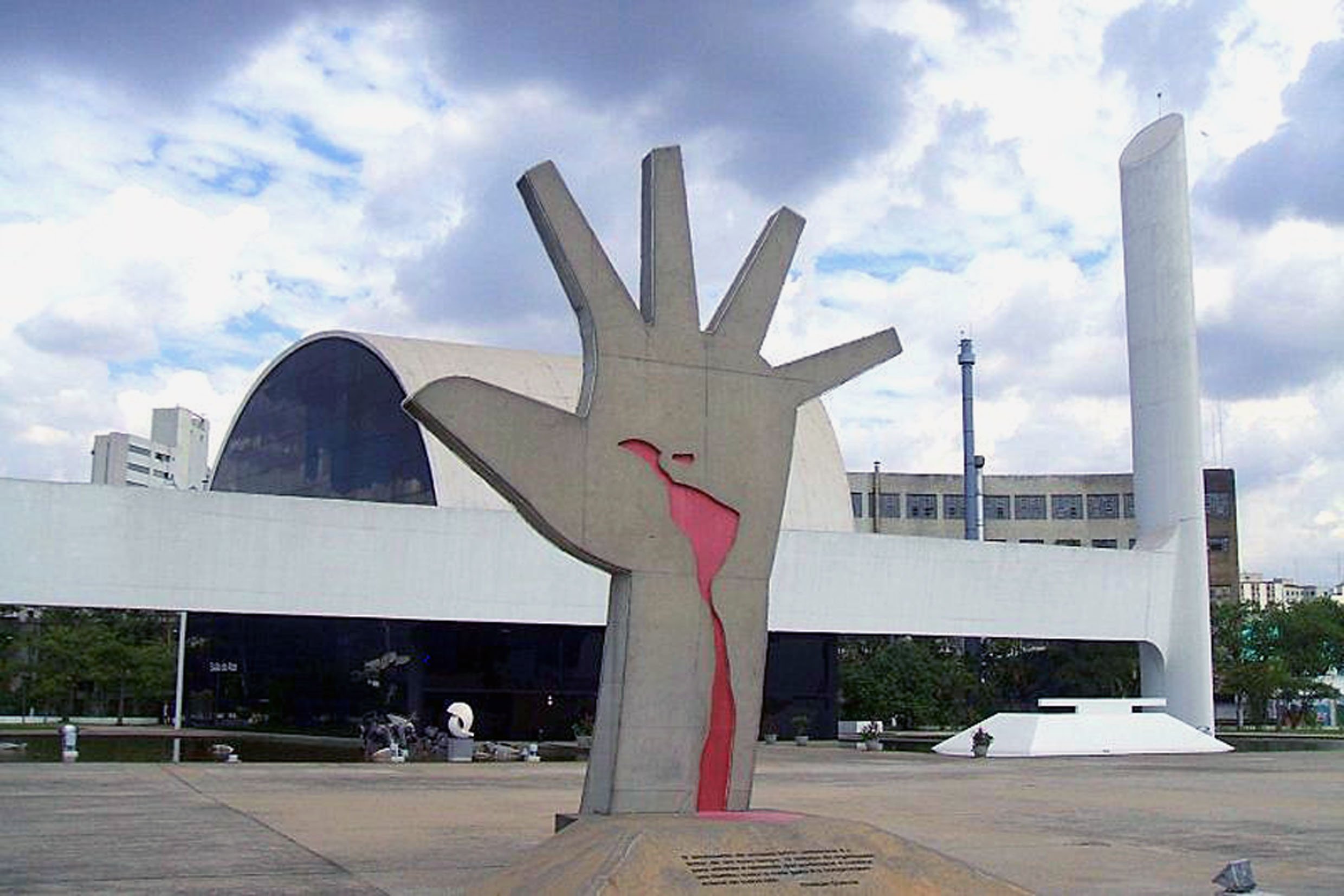 Memorial da América Latina (fonte: Wikipedia)<a style='float:right' href='https://www3.al.sp.gov.br/repositorio/noticia/N-02-2019/fg229964.jpg' target=_blank><img src='/_img/material-file-download-white.png' width='14px' alt='Clique para baixar a imagem'></a>