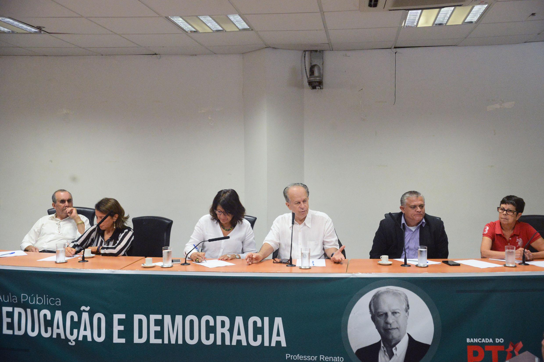 José Zico Prado, Professora Bebel, Beth Sahão, Renato Ribeiro, Dr. Jorge do Carmo e Ana do Carmo<a style='float:right' href='https://www3.al.sp.gov.br/repositorio/noticia/N-02-2019/fg230446.jpg' target=_blank><img src='/_img/material-file-download-white.png' width='14px' alt='Clique para baixar a imagem'></a>