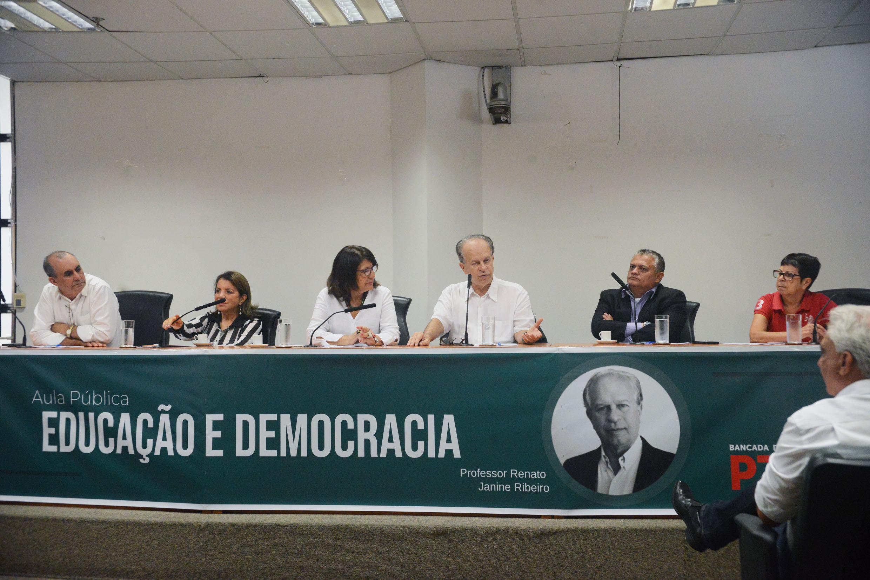 José Zico Prado, Professora Bebel, Beth Sahão, Renato Ribeiro, Dr. Jorge do Carmo e Ana do Carmo <a style='float:right' href='https://www3.al.sp.gov.br/repositorio/noticia/N-02-2019/fg230447.jpg' target=_blank><img src='/_img/material-file-download-white.png' width='14px' alt='Clique para baixar a imagem'></a>