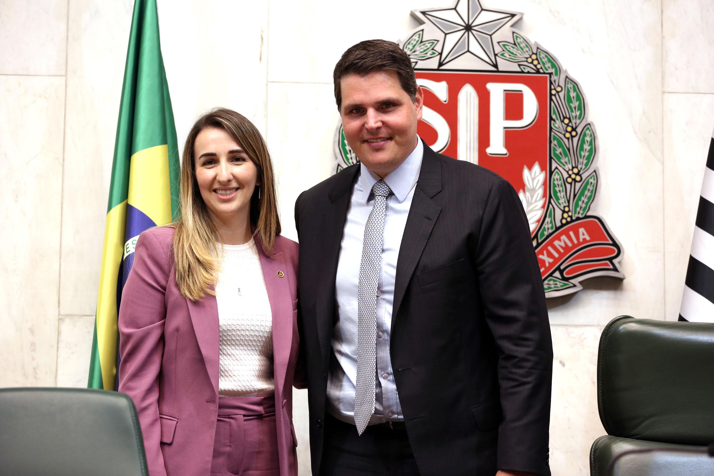 Alessandra Monteiro e  Cauê Macris<a style='float:right' href='https://www3.al.sp.gov.br/repositorio/noticia/N-02-2020/fg246785.jpg' target=_blank><img src='/_img/material-file-download-white.png' width='14px' alt='Clique para baixar a imagem'></a>