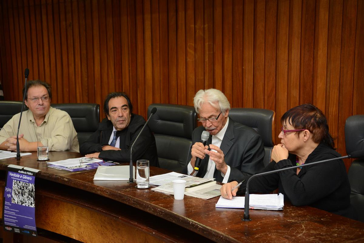 Ivan Seixas, Adriano Diogo, Ricardo Zaratini e Amelinha Teles <a style='float:right' href='https://www3.al.sp.gov.br/repositorio/noticia/N-03-2013/fg122687.jpg' target=_blank><img src='/_img/material-file-download-white.png' width='14px' alt='Clique para baixar a imagem'></a>