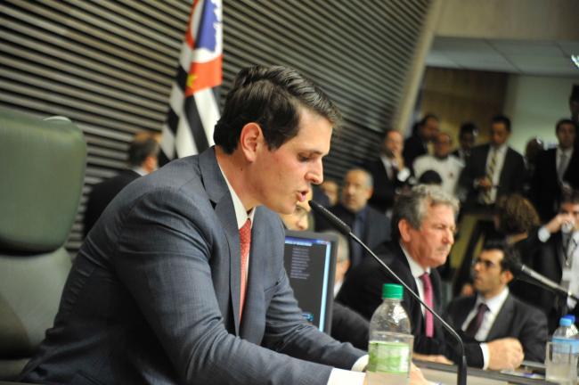 Já eleito presidente, Macris conduz a votação do 1º secretário