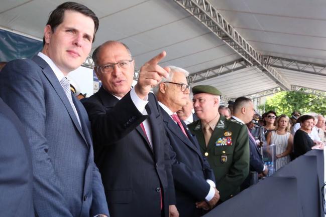 Cauê Macris, Geraldo Alckmin e autoridades militares e civis .