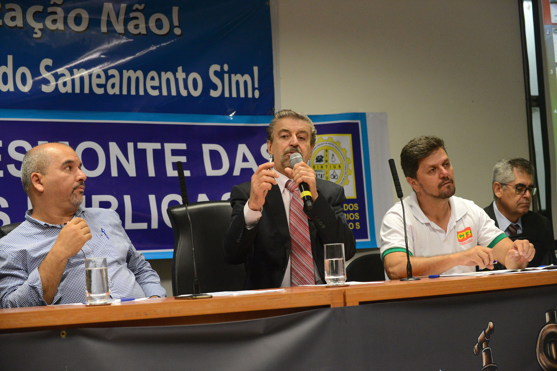 Marcos Martins (ao centro) e convidados <a style='float:right' href='https://www3.al.sp.gov.br/repositorio/noticia/N-03-2018/fg218387.jpg' target=_blank><img src='/_img/material-file-download-white.png' width='14px' alt='Clique para baixar a imagem'></a>