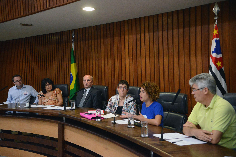 Wagner Romão, Beth Sahão, Carlos Neder, Ros Nari Zena, Élida Elena e Joaquim Avelino<a style='float:right' href='https://www3.al.sp.gov.br/repositorio/noticia/N-03-2019/fg231062.jpg' target=_blank><img src='/_img/material-file-download-white.png' width='14px' alt='Clique para baixar a imagem'></a>