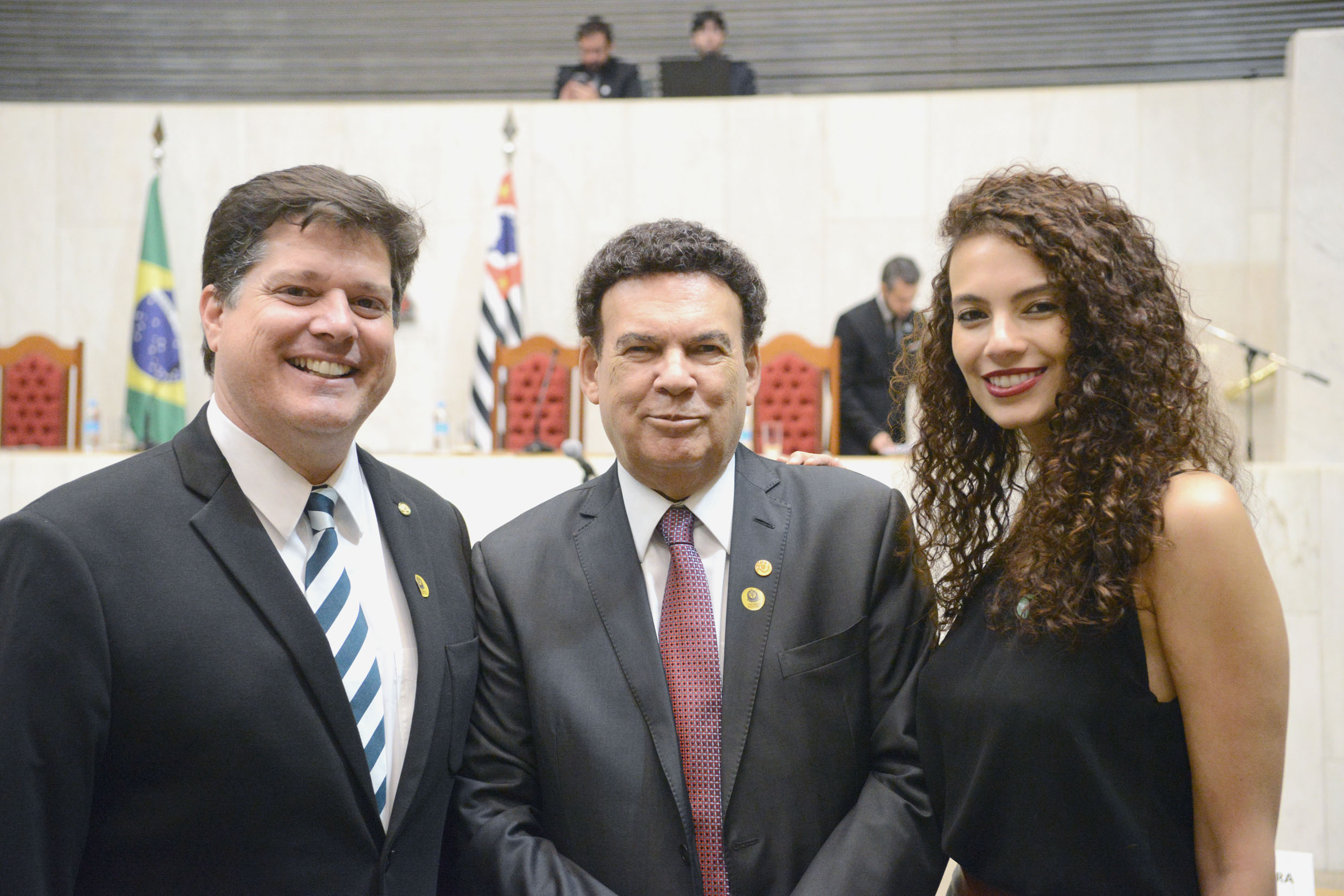Campos Machado (ao centro)	<a style='float:right' href='https://www3.al.sp.gov.br/repositorio/noticia/N-03-2019/fg231675.jpg' target=_blank><img src='/_img/material-file-download-white.png' width='14px' alt='Clique para baixar a imagem'></a>