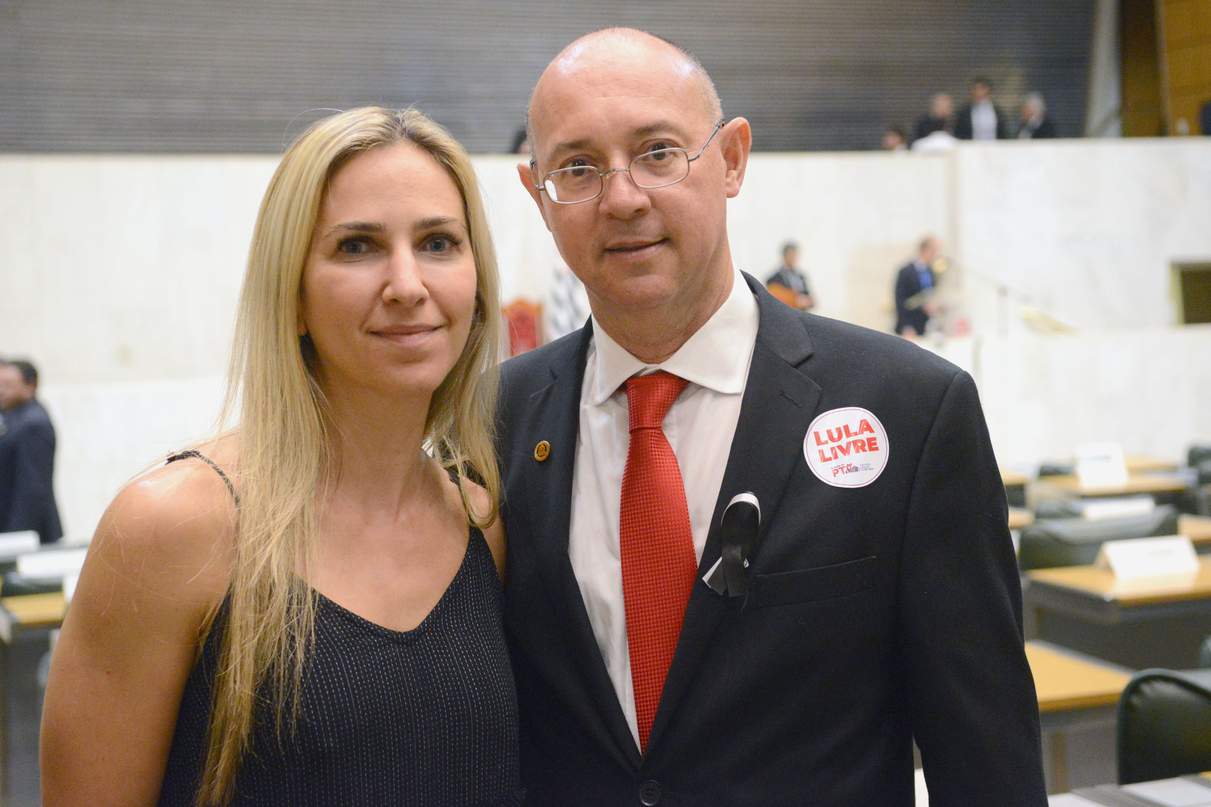 Paulo Fiorilo (à esq.)<a style='float:right' href='https://www3.al.sp.gov.br/repositorio/noticia/N-03-2019/fg231767.jpg' target=_blank><img src='/_img/material-file-download-white.png' width='14px' alt='Clique para baixar a imagem'></a>