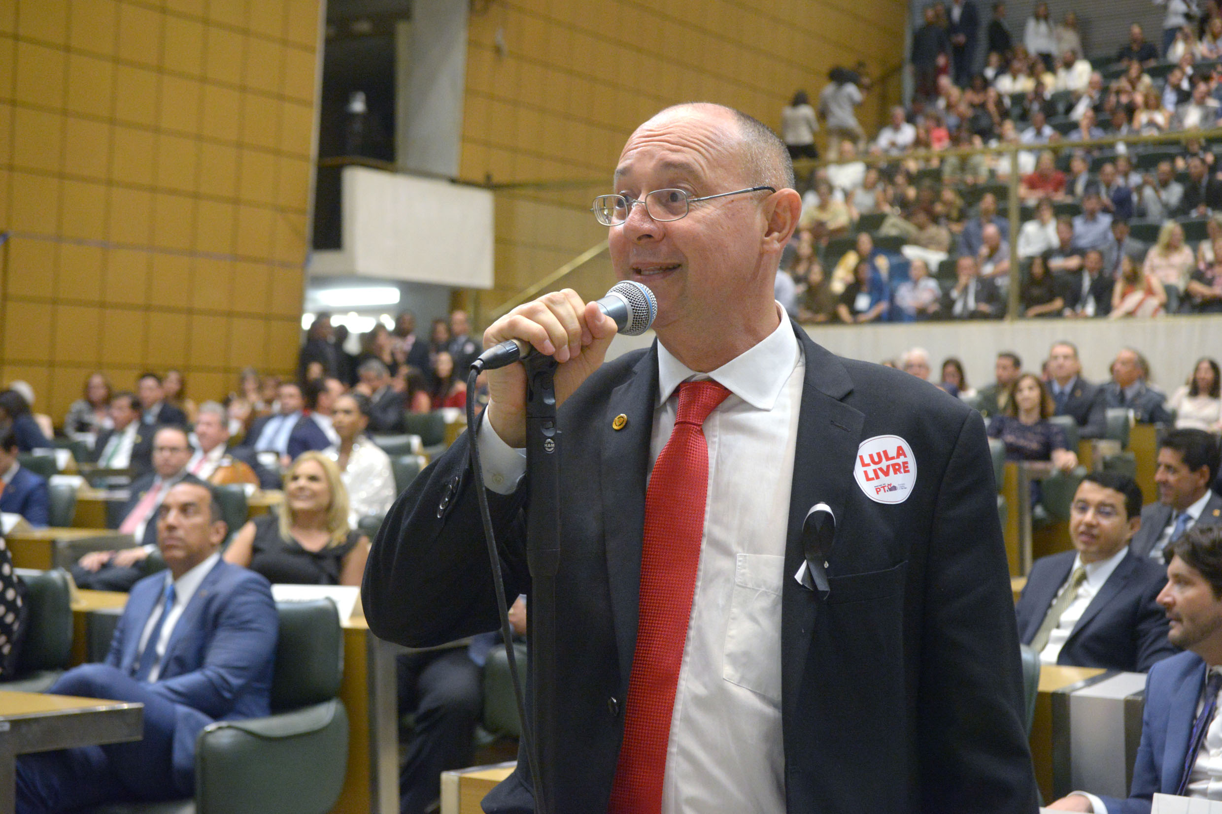 Paulo Fiorilo (PT)<a style='float:right' href='https://www3.al.sp.gov.br/repositorio/noticia/N-03-2019/fg231768.jpg' target=_blank><img src='/_img/material-file-download-white.png' width='14px' alt='Clique para baixar a imagem'></a>