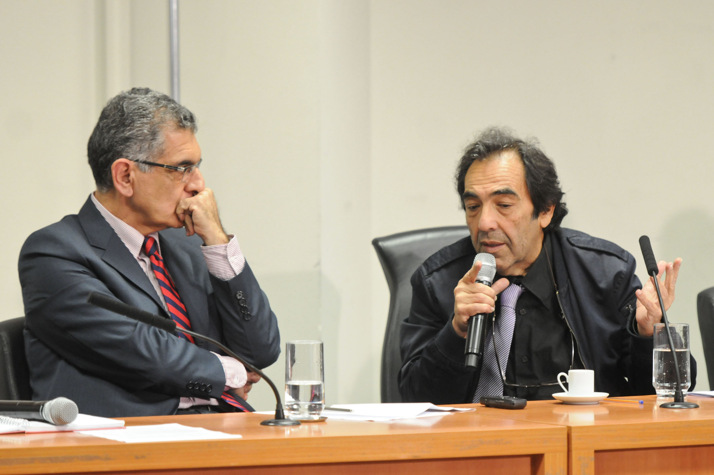 Vahan Agopyan e Adriano Diogo <a style='float:right' href='https://www3.al.sp.gov.br/repositorio/noticia/N-04-2014/fg161099.jpg' target=_blank><img src='/_img/material-file-download-white.png' width='14px' alt='Clique para baixar a imagem'></a>