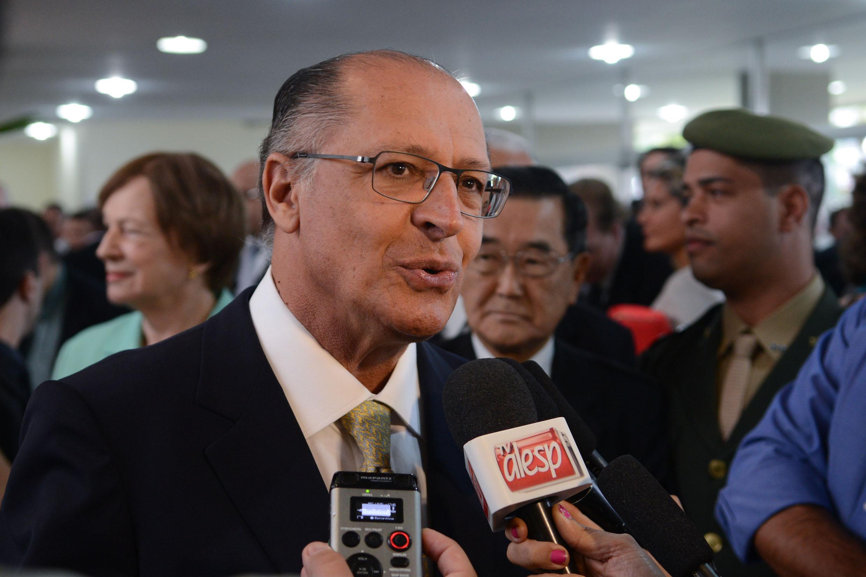 Governador Geraldo Alckmin  <a style='float:right' href='https://www3.al.sp.gov.br/repositorio/noticia/N-04-2014/fg161118.jpg' target=_blank><img src='/_img/material-file-download-white.png' width='14px' alt='Clique para baixar a imagem'></a>