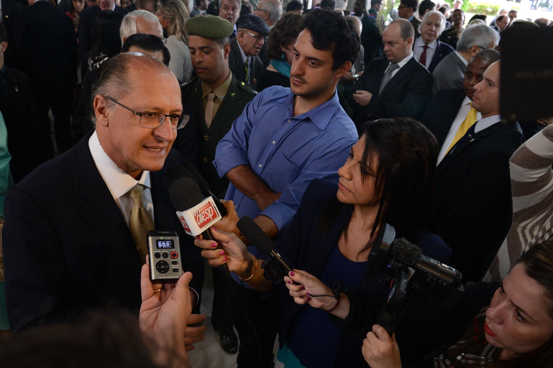 Governador Geraldo Alckmin<a style='float:right' href='https://www3.al.sp.gov.br/repositorio/noticia/N-04-2014/fg161122.jpg' target=_blank><img src='/_img/material-file-download-white.png' width='14px' alt='Clique para baixar a imagem'></a>