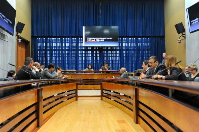 Comissão de Constituição, Justiça e Redação se reúne na Assembleia