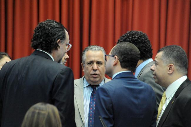 Parlamentares durante a reunião da comissão de Direitos Humanos
