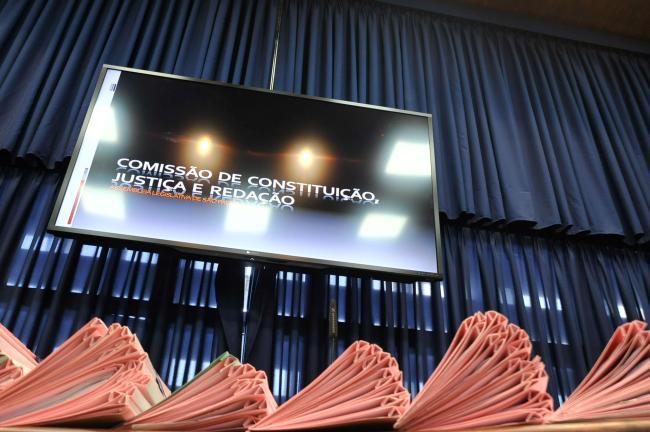 Proposituras em análise na comissão de Constituição e Justiça