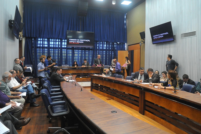 Comissão de Constituição, Justiça e Redação<a style='float:right' href='https://www3.al.sp.gov.br/repositorio/noticia/N-04-2018/fg221475.jpg' target=_blank><img src='/_img/material-file-download-white.png' width='14px' alt='Clique para baixar a imagem'></a>