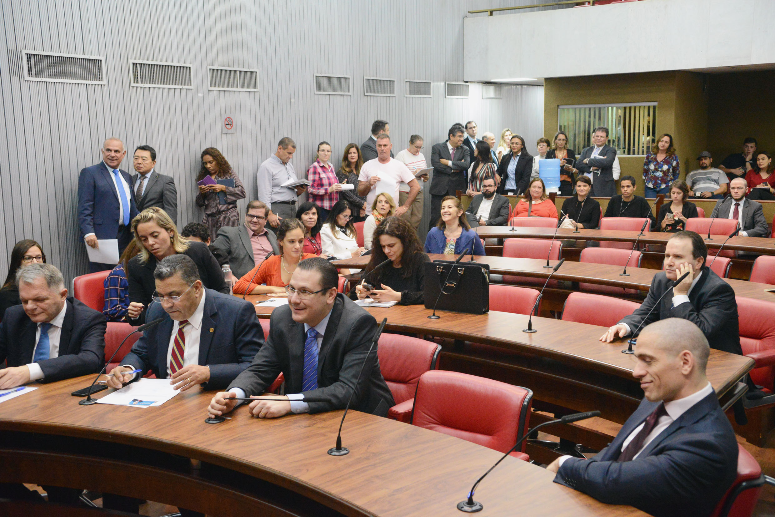 Parlamentares presentes<a style='float:right' href='https://www3.al.sp.gov.br/repositorio/noticia/N-04-2019/fg232595.jpg' target=_blank><img src='/_img/material-file-download-white.png' width='14px' alt='Clique para baixar a imagem'></a>