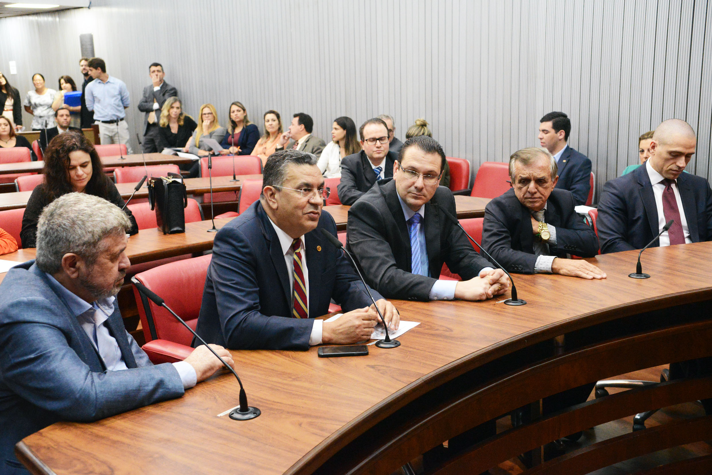 Parlamentares presentes<a style='float:right' href='https://www3.al.sp.gov.br/repositorio/noticia/N-04-2019/fg232596.jpg' target=_blank><img src='/_img/material-file-download-white.png' width='14px' alt='Clique para baixar a imagem'></a>