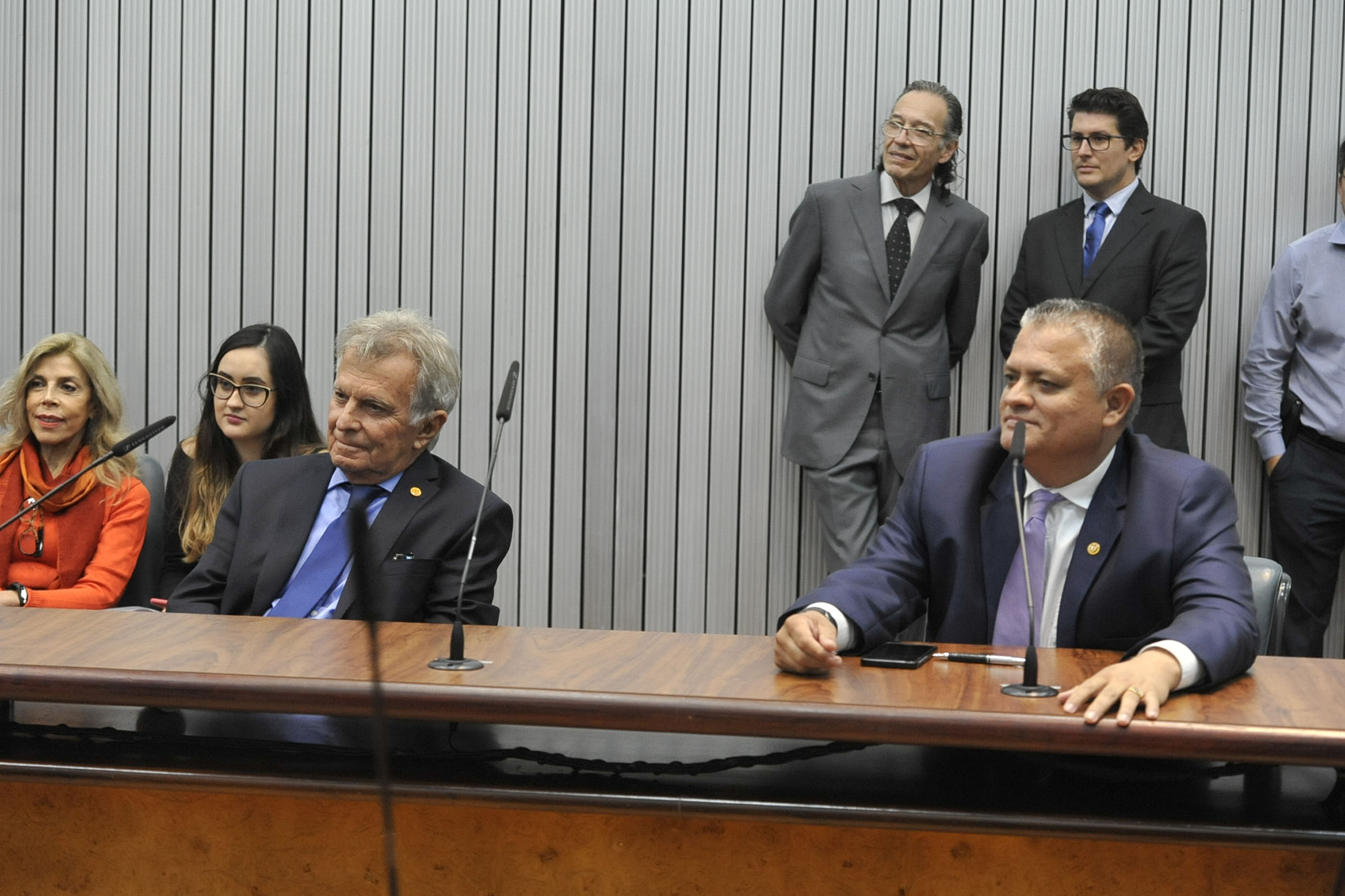 Parlamentares presentes<a style='float:right' href='https://www3.al.sp.gov.br/repositorio/noticia/N-04-2019/fg232606.jpg' target=_blank><img src='/_img/material-file-download-white.png' width='14px' alt='Clique para baixar a imagem'></a>
