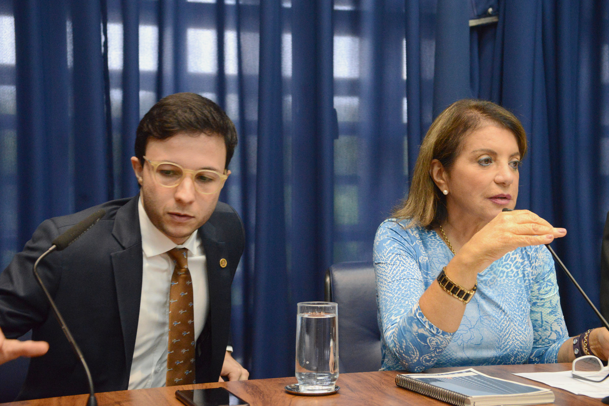Daniel José e Professora Bebel<a style='float:right' href='https://www3.al.sp.gov.br/repositorio/noticia/N-04-2019/fg232821.jpg' target=_blank><img src='/_img/material-file-download-white.png' width='14px' alt='Clique para baixar a imagem'></a>