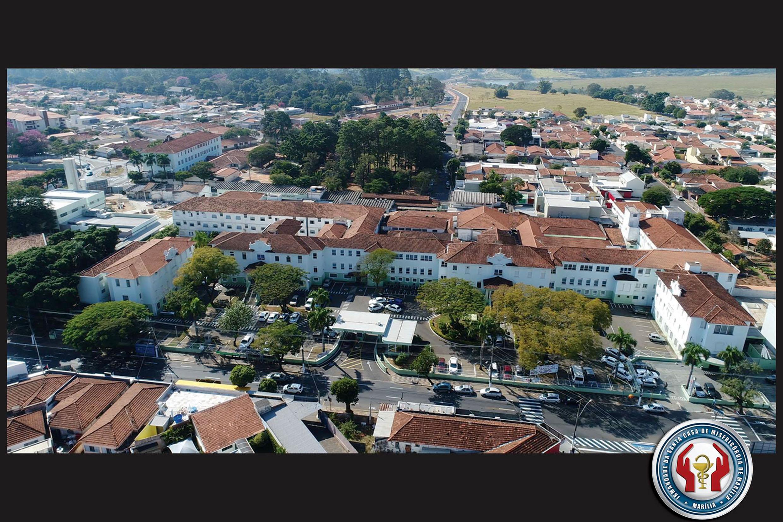Vista aérea da Santa Casa de Marília<a style='float:right' href='https://www3.al.sp.gov.br/repositorio/noticia/N-04-2020/fg248392.jpg' target=_blank><img src='/_img/material-file-download-white.png' width='14px' alt='Clique para baixar a imagem'></a>
