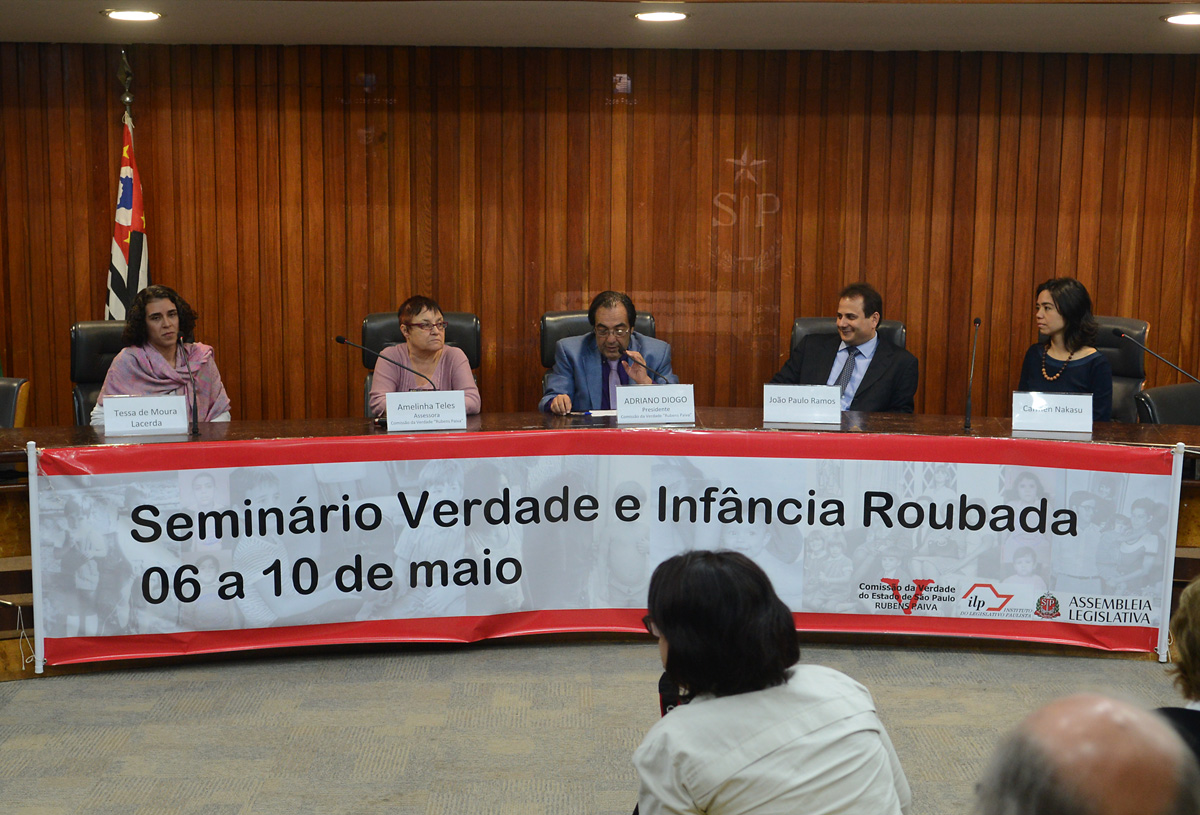 Tessa Lacerda, Amelinha Telles, Adriano Diogo, José Paulo Ramos e Carmen Nakasu<a style='float:right' href='https://www3.al.sp.gov.br/repositorio/noticia/N-05-2013/fg124601.jpg' target=_blank><img src='/_img/material-file-download-white.png' width='14px' alt='Clique para baixar a imagem'></a>