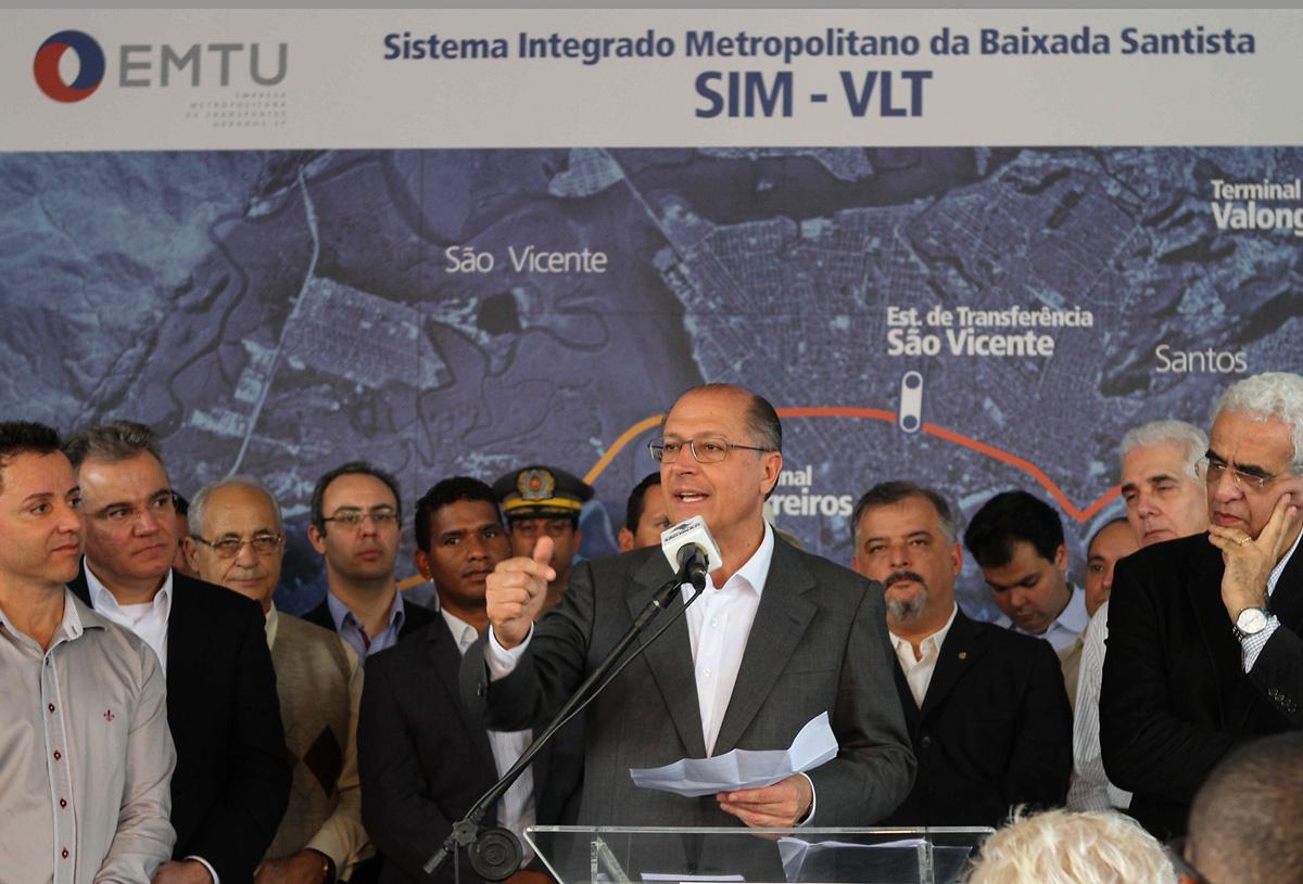 Governador Alckmin discursa em evento<a style='float:right' href='https://www3.al.sp.gov.br/repositorio/noticia/N-05-2013/fg125918.jpg' target=_blank><img src='/_img/material-file-download-white.png' width='14px' alt='Clique para baixar a imagem'></a>