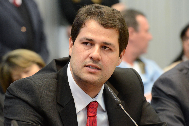 Luiz Fernando Machado eleito vice-presidente da Comissão de Ciência, Tecnologia e Informação<a style='float:right' href='https://www3.al.sp.gov.br/repositorio/noticia/N-05-2015/fg170226.jpg' target=_blank><img src='/_img/material-file-download-white.png' width='14px' alt='Clique para baixar a imagem'></a>