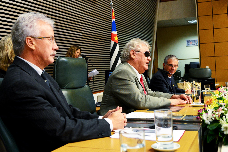 Edison Laércio de Oliveira, Rafael Silva e Davi Zaia<a style='float:right' href='https://www3.al.sp.gov.br/repositorio/noticia/N-05-2015/fg170376.jpg' target=_blank><img src='/_img/material-file-download-white.png' width='14px' alt='Clique para baixar a imagem'></a>